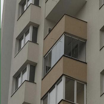 якісне безрамне скління балконів